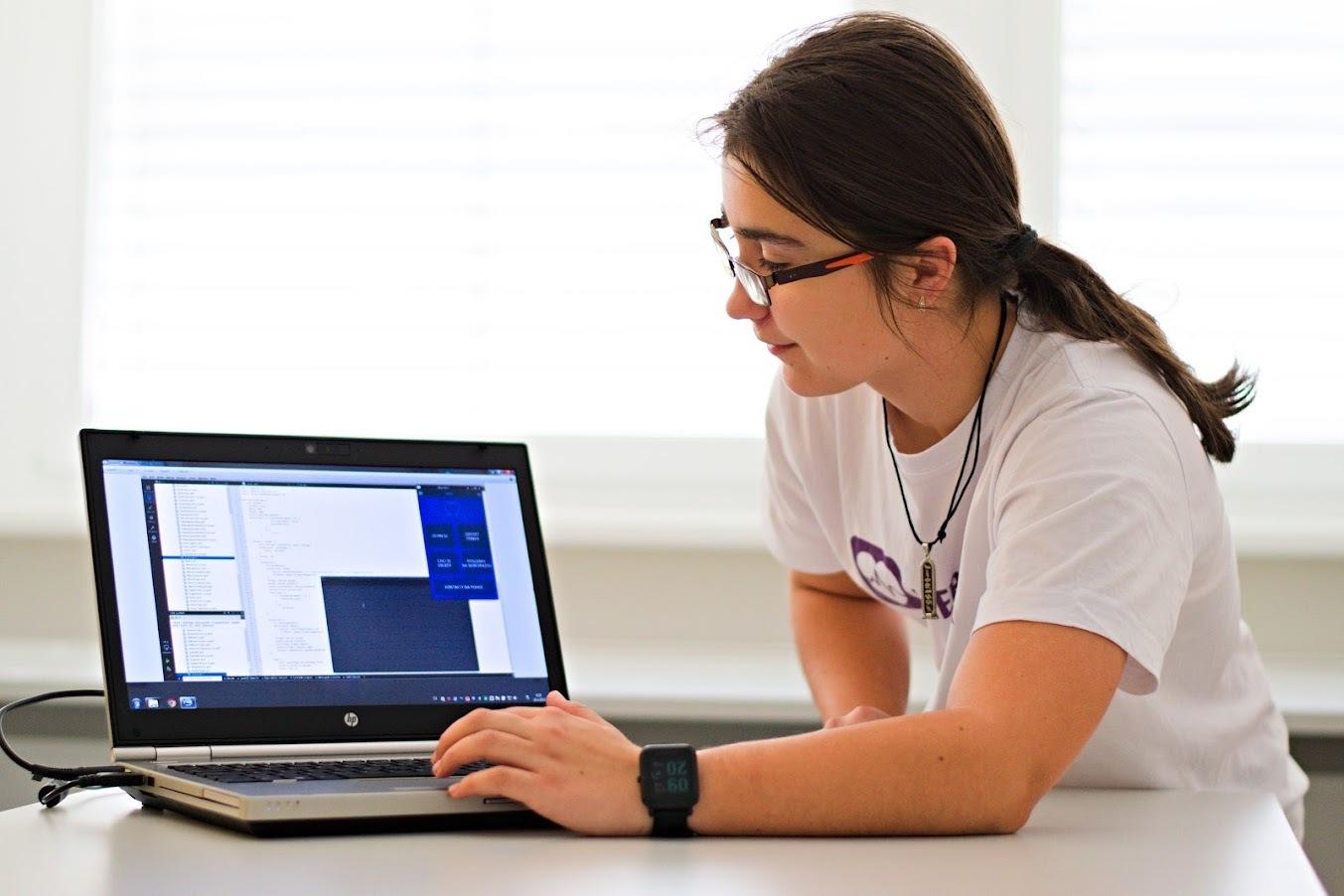Veronika Kamenská s aplikací Nepanikař
